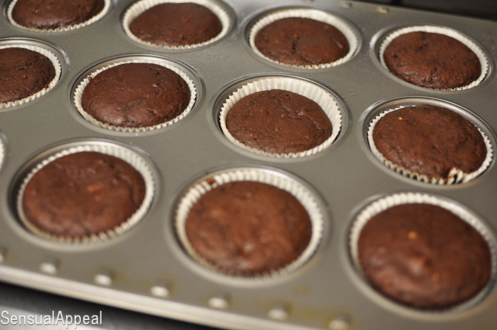 Low Calorie Chocolate Cupcakes with Vanilla Pudding Filling and Chocolate Frosting